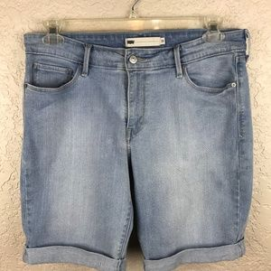 Levi light wash denim short with roll cuffs